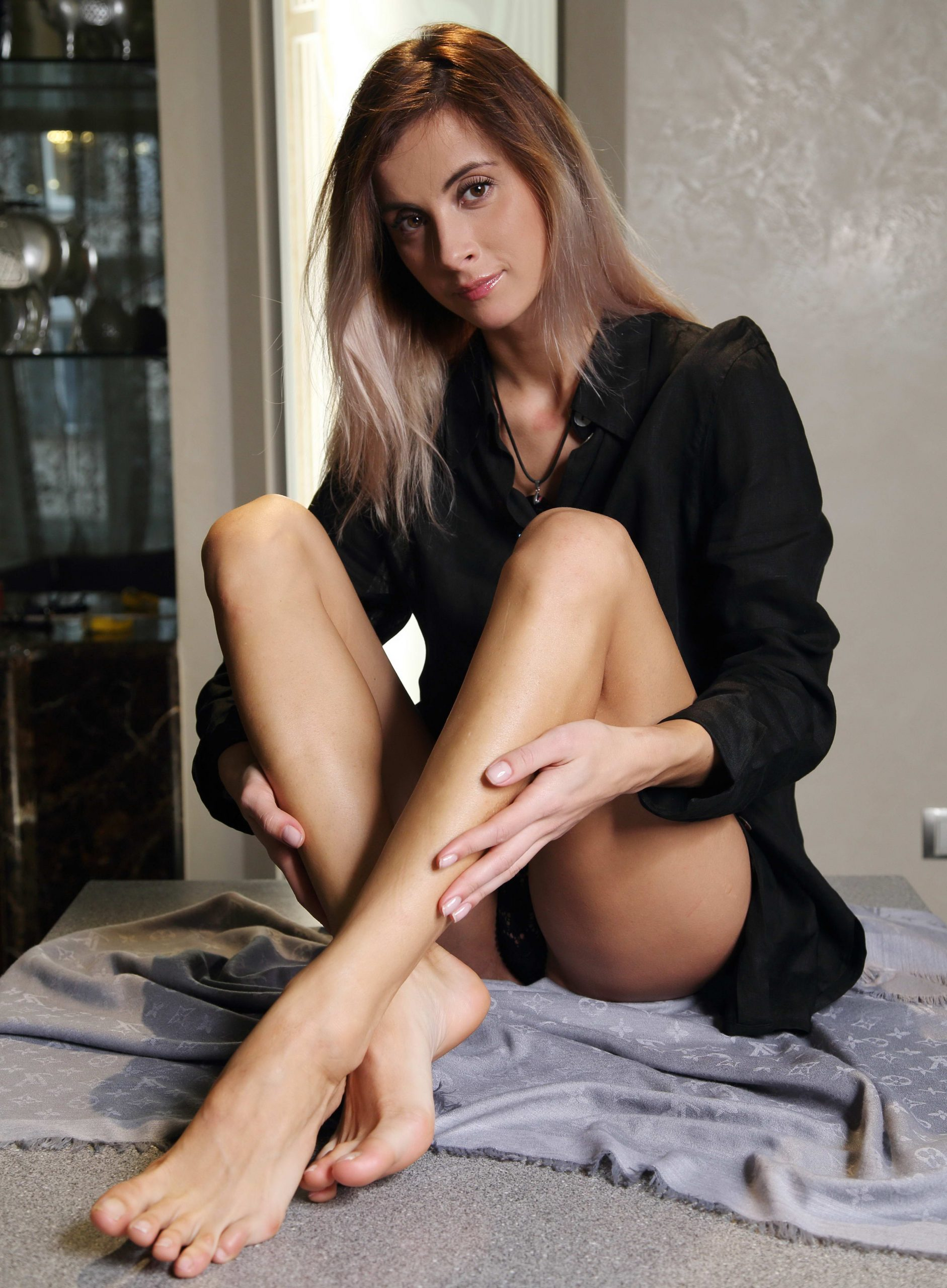 Classy Young Girl With Sexy Legs